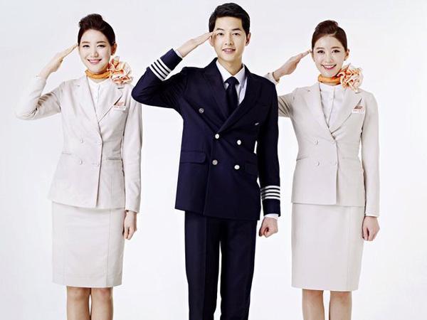 Setelah Tentara, Kini Song Joong Ki Jadi Pilot Tampan Maskapai Penerbangan!