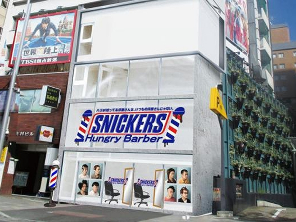 Ada Coklat Gratis Bagi Orang yang Miliki Gaya Rambut 'Snickers Hungry Barber' Ini!