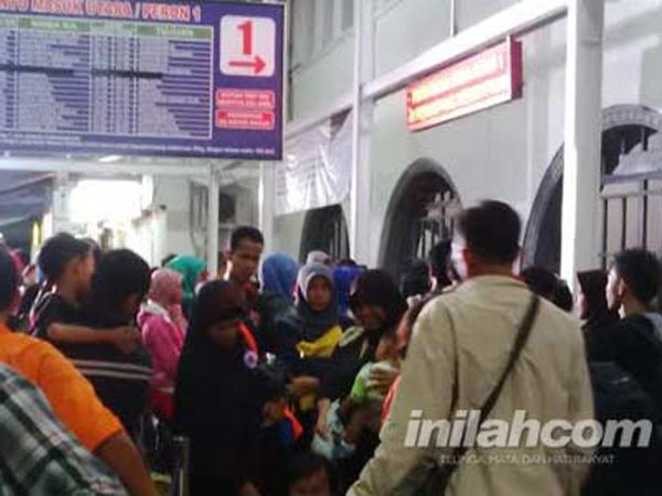 Minggu (12/07) Stasiun Senen Sudah Berangkat 6.400 Pemudik