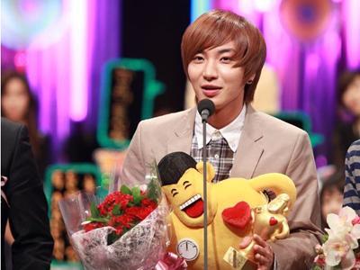 Leeteuk akan Segera Tinggalkan Acara Star King dan Strong Heart