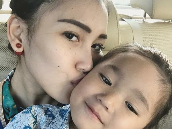Harga Tas Anak Ayu Ting Ting yang Masih TK Bernilai Belasan Juta!