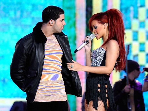 Raih Penghargaan Bergengsi, Drake Sewa Papan Reklame untuk Ucapkan Selamat Pada Rihanna