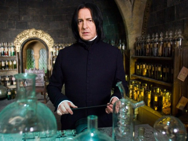Berduka Kepergian Profesor Snape, Simak Lagi Momen Tak Terlupakan Alan Rickman di Film 'Harry Potter'