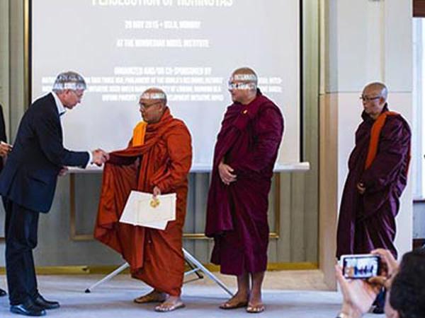 Tiga Biksu Penyelamat Rohingya Dapat Peace Award