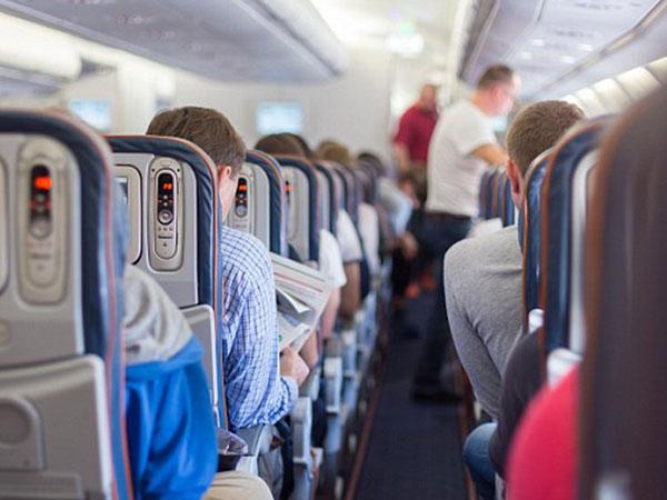 Ini Alasan Mengapa Dilarang Menggunakan Toilet Kabin Sebelum Pesawat Lepas Landas dan Mendarat