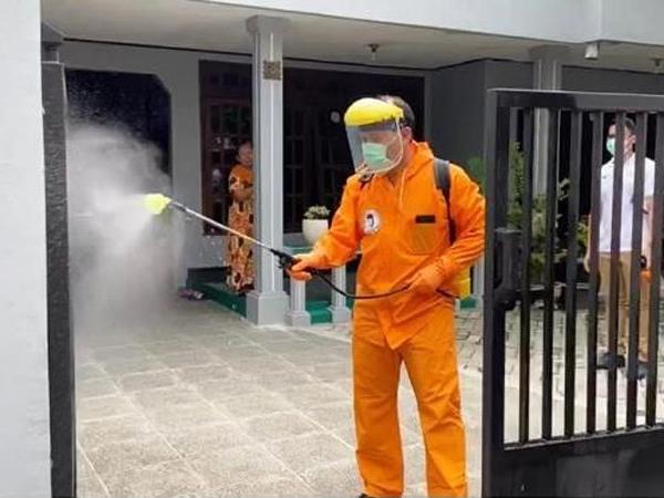 Hati-hati! Modus Baru Perampokan Berkedok Penyemprotan Disinfektan di Rumah