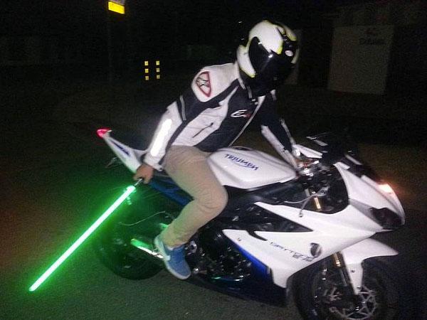 Duh, Pria ini Kena Tilang Gara-gara Bawa Pedang Star Wars!