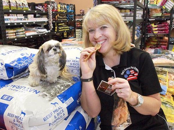 Duh, Wanita Ini Tak Makan Apapun Kecuali Makanan Anjing Selama Sebulan!
