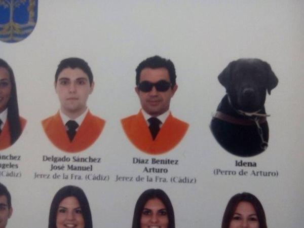 Pergi Kuliah dengan Majikan, Anjing Ini Juga Jadi Lulusan Universitas di Spanyol