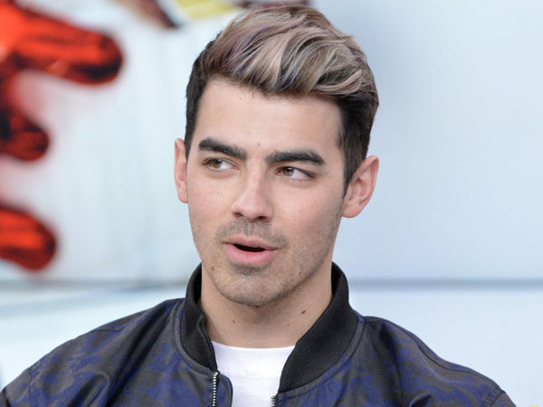 Benarkah Joe Jonas Ingin Nikahi Demi Lovato dan Bunuh Gigi Hadid?