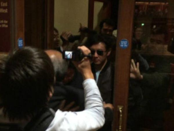 Diabaikan Menjadi Pemimpin Negara, Kakak Kim Jong Un Hadiri Konser Eric Clapton Di London!