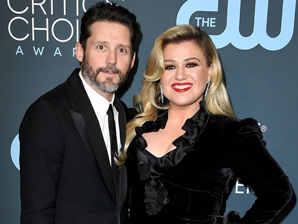 Pasca Cerai, Kelly Clarkson Digugat Perusahaan Milik Mertua