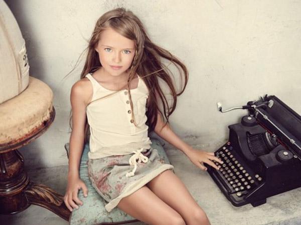 Baru Berusia 9 Tahun, Gadis Ini Disebut Sebagai Supermodel dan Wanita Tercantik di Dunia?