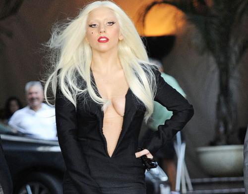 Lady Gaga Bagi-Bagi Lagu Gratis Saat  Natal