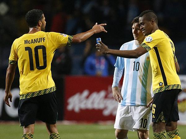 Argentina Menang, Messi Berikan 'Hadiah' Hiburan untuk Pemain Lawan