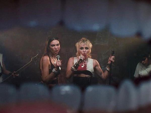 Kolaborasi, Video Musik Miley Cyrus x Dua Lipa 'Prisoner' Plagiat?