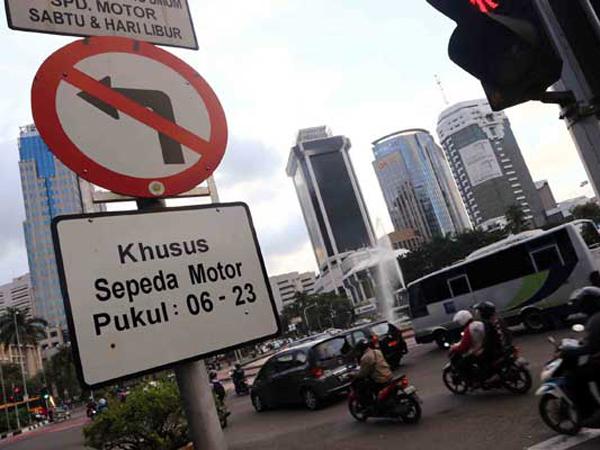 DKI Tambah Zona Larangan Motor, Ahok: Naik Bus Gratis Saja
