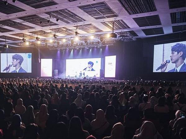 Asiknya Fanmeeting 'Good Day' Park Bo Gum di Jakarta, Heboh Aksi Turun Panggung hingga Banjir Hadiah