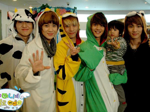 Rayakan 7 Tahun Debut, SHINee Diberi Ucapan Oleh Anak Asuhnya di 'Hello Baby'