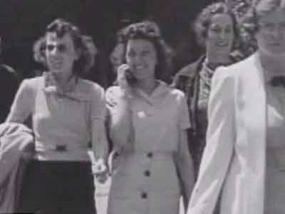Misteri Wanita Berponsel di Tahun 1938 Terungkap