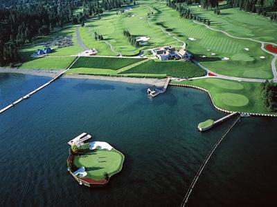 Wow, Lapangan Golf  Ini Berada di Tengah Danau