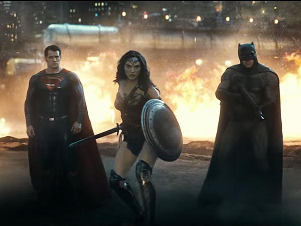 Saling Baku Hantam, 'Batman V Superman' Diselamatkan Wonder Woman!