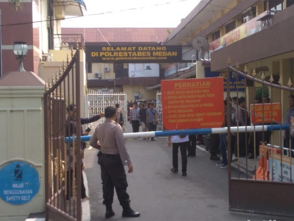 Bom Bunuh Diri Serang Polrestabes Medan, Beratribut Ojol?