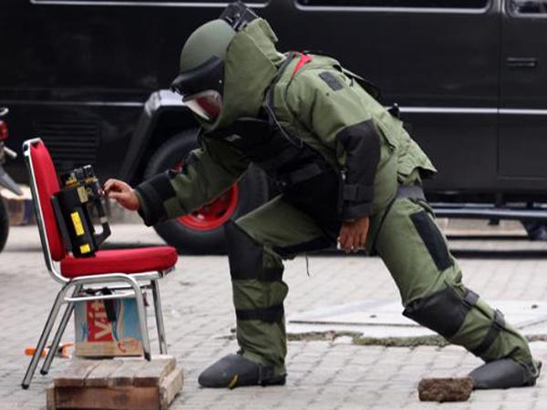 Diduga Bom, Sebuah Kotak Meledak Di ITC Depok