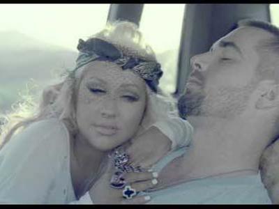 Wah, Christina Aguilera Cium Pria dalam Video Klip