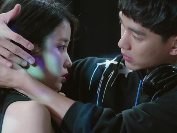 Skinship IU dan Kim Soo Hyun di KBS 'Producer' Buat Penonton Berdebar!