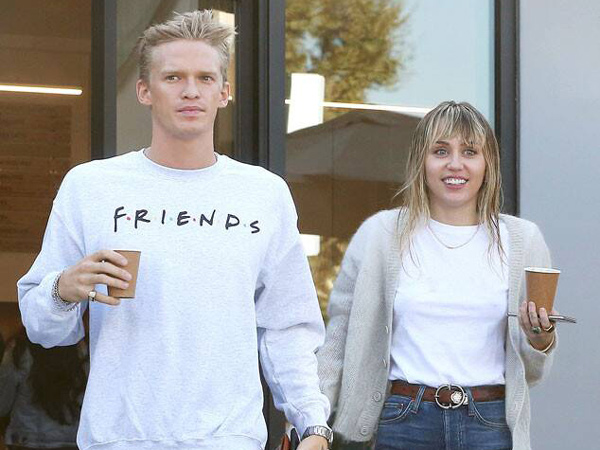 Cody Simpson Angkat Suara Soal Hubungannya dengan Miley Cyrus