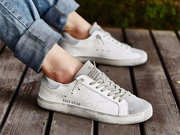 Tak Boleh Sembarangan, Simak Tips Mencuci Sneakers Kesayangan Sesuai Bahannya!