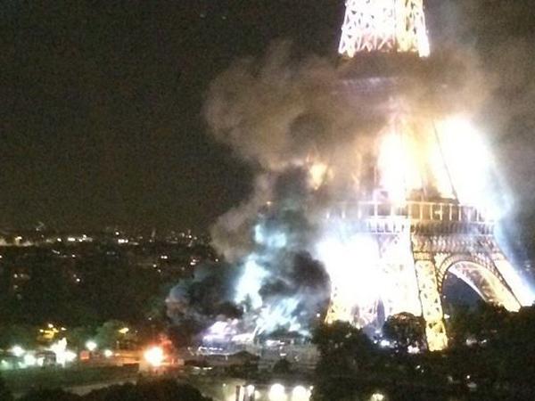 Menara Eiffel Berasap Bersamaan Dengan Penabrakan di Perancis, Polisi Peringati Warga