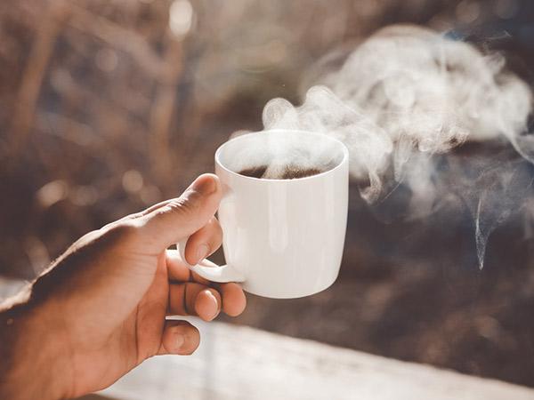 Para Ahli Memperingatkan Bahaya Minum Kopi di Pagi Hari