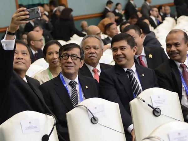 Lepas Ketegangan, Para Menteri Ber-Selfie Di Sela KAA