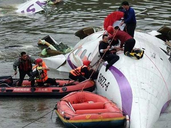 Kecelakaan Pesawat TransAsia Tewaskan 9 Penumpang, 40 Lainnya Kemungkinan Hilang