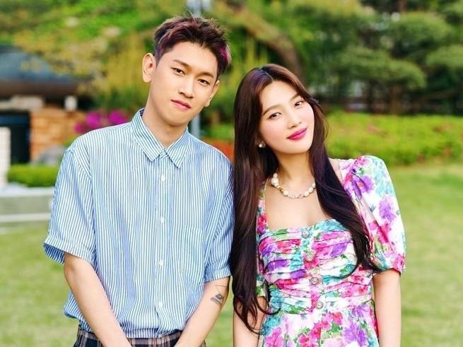 Lucunya MV dan Lirik Lagu Baru Crush feat Joy Red Velvet Mewakili Kaum Anti Rebahan