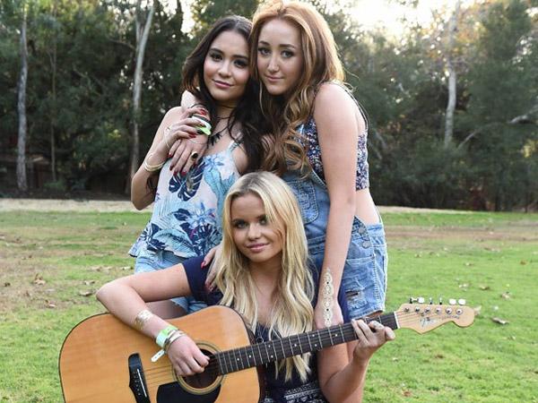 Para Adik dari Miley Cyrus, Vanessa Hudgens, & Cody Simpson Jadi Model Brand Pakaian yang Sama