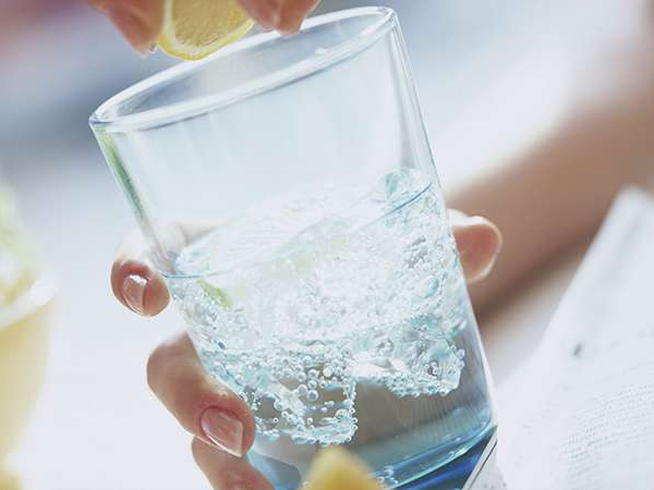 Terungkap, Ini Alasan Minum Air Dingin Bisa Cepat Hilangkan Haus
