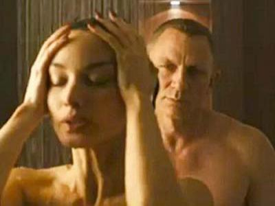 Daniel Craig: Gugup Mandi Bareng Berenice Marlohe