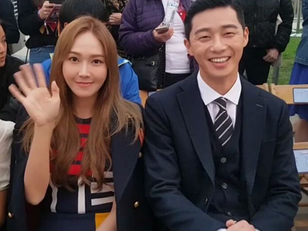 Di Baris Depan, Jessica Jung & Park Seo Joon Eksis di Fashion Show Tommy Hilfiger X Gigi Hadid