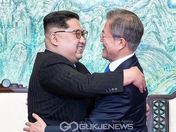 Mesranya Kim Jong Un dan Moon Jae In Saling Kirim Surat Dukungan Lawan Corona