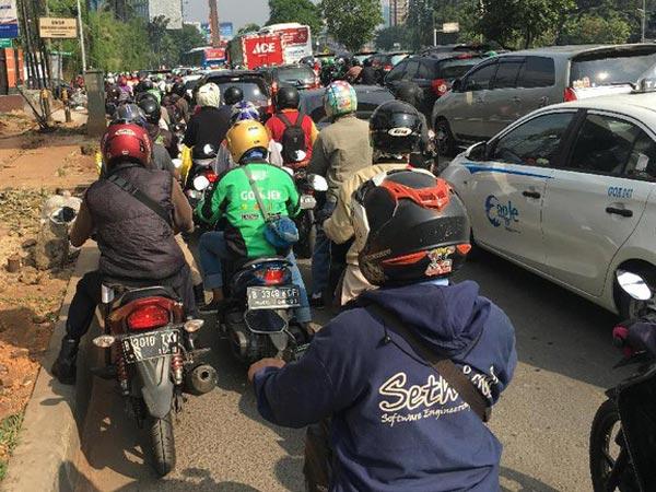 Perlu Bantuan Urai Kemacetan Jakarta, Polisi Siap Hadirkan Versi Resmi 'Pak Ogah'