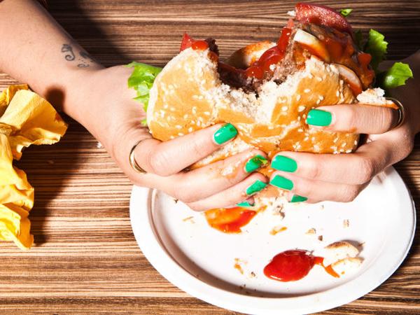 Cek Tanda-tanda Kamu Sudah Kecanduan Makanan