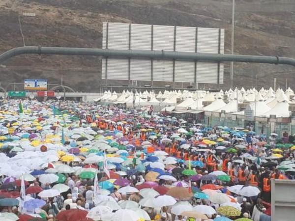 Hujan Es Dan Banjir Melanda Mekkah, Bagaimana Nasib Para Jemaah?