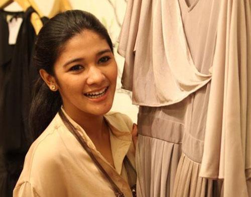 Naysila Mirdad Pun Ikut Berbisnis Baju