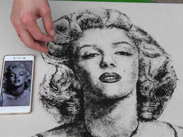 Seorang Tukang Cukur Gunakan Sisa Rambut Pengunjungnya Menjadi Lukisan Potret