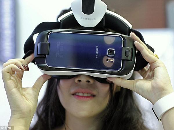 Samsung Pamer Layar 4K untuk Virtual Reality, Siap Dipakai Galaxy S8?