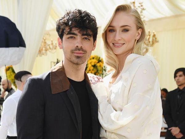 Sophie Turner Dikabarkan Hamil Anak Pertamanya dengan Joe Jonas