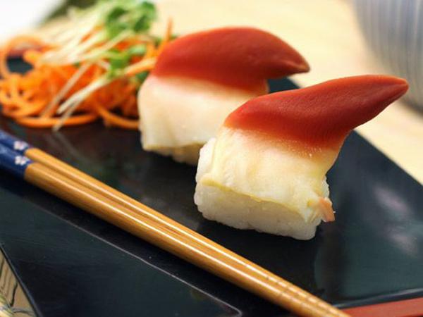 Muncul Sushi dengan Topping Kerang Bergerak yang Tengah Jadi Tren di Jepang